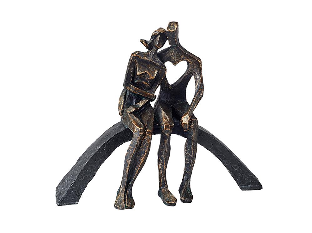 פסל מעוצב על הספסל