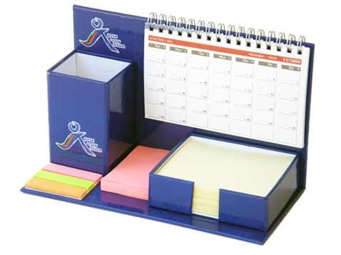 לוח שנה שולחני עם ממו