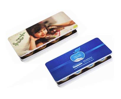 קופסה מלבנית עם מטבעות שוקולד