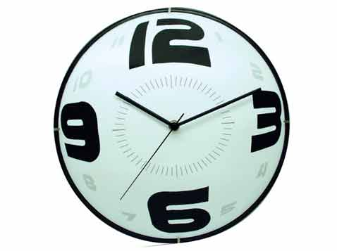 שעון קיר ממותג
