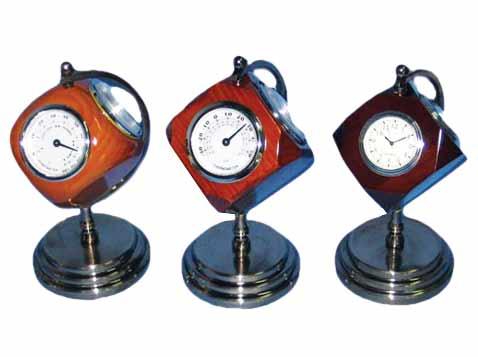 שעון שולחני מעץ